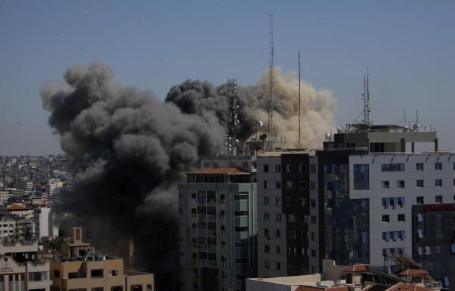 Σοκαρισμένοι στο Associated Press για τον βομβαρδισμό των γραφείων του