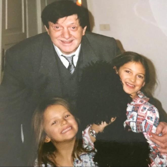 Άννα και Τέα Πρέλεβιτς έχασαν τον παππού τους πέθανε
