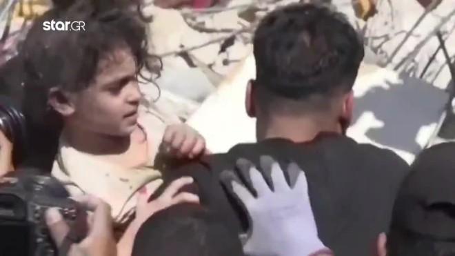 Η μικρή Σούζι που σώθηκε από τους βομβαρδισμούς