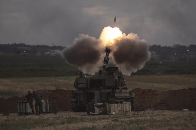 Iσραηλινή ρουκέτα εκτοξεύεται προς τη Λωρίδα της Γάζας- φωτογραφία ΑΡ