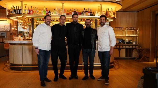 Οι τρεις chef κριτές θα βαθμολογήσουν τα μενού, που θα ετοιμάσουν οι δύο ομάδες, μαζί με δύο εκλεκτούς καλεσμένους, τον Executive Chef του «Four Seasons Astir Palace», Bertrand Valegeas και τον Head Chef του εστιατορίου «Pelagos», Luca Piscazzi.