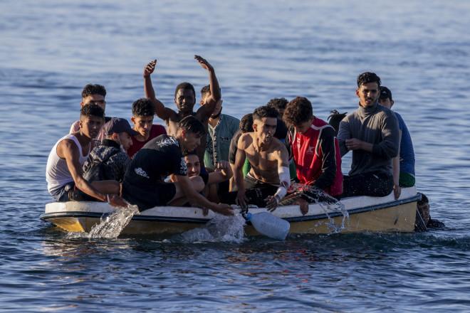 Μετανάστες από το Μαρόκο στη Θέουτα