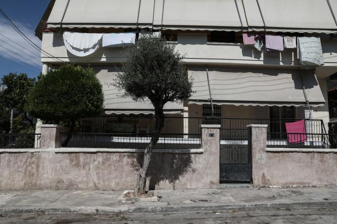 Έξω από το σπίτι της στην Αγία Βαρβάρα πυροβολήθηκε η 64χρονη- Eurokinissi