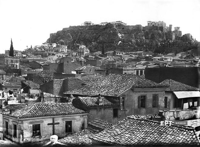 Πλάκα. Άποψη της περιοχής κατά τη δεκαετία του 1920. Φωτογραφία: Π.Πουλίδης / Αρχείο ΕΡΤ
