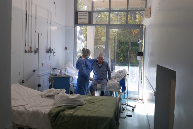 Στιγμιότυπο από τη νοσηλεία 63χρονου ασθενή απο covid-19 στο νοσοκομείο «Σωτηρία» (φωτογραφία αρχείου eurokinissi)