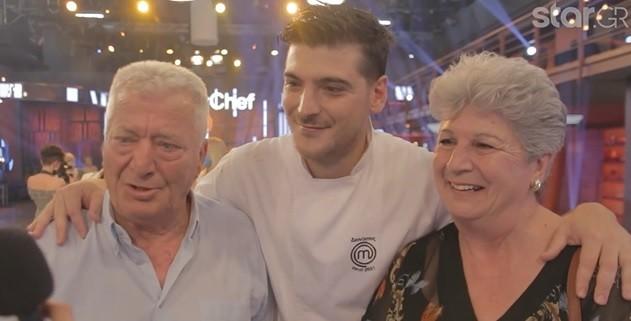 Ο Διονύσης με τους γονείς του στον τελικό του masterchef 5