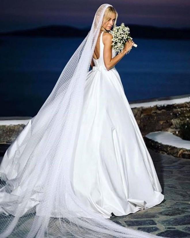 Η Δούκισσα φόρεσε στον γάμο της ένα υπέροχο νυφικό της Σήλιας Κριθαριώτη