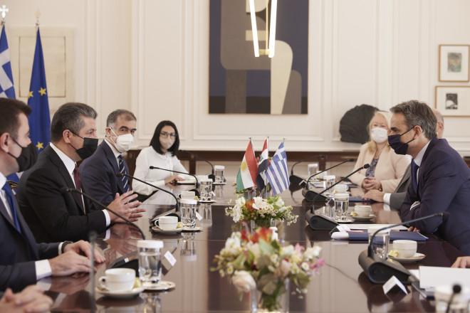 Οι παρευρισκόμενοι στη συνάντηση του Έλληνα πρωθυπουργού με τονΠρωθυπουργό της Περιφέρειας του Ιρακινού Κουρδιστάν- φωτογραφία ΙΝΤΙΜΕ