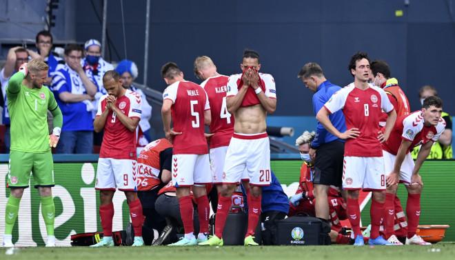Παίκτες της Δανίας που κλαίνει
