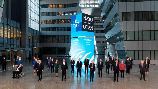 Η«οικογενειακή» φωτογραφία στη Σύνοδο Κορυφής του ΝΑΤΟ- φωτογραφίαJacques Witt, Pool via AP