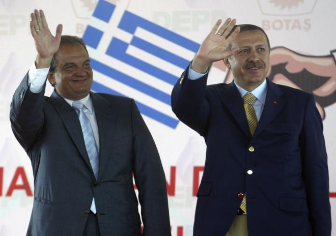 Κωνσταντίνος Καραμανλής και Ταγίπ Ερντογάν στην Αθήνα το 2004- AP Photo/Osman Orsal