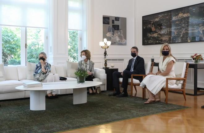 To ανακαινισμένο σαλόνι του Μεγάρου Μαξίμου- φωτογραφία από την επίσκεψη της Βασίλισσας Σοφίας/ ΙΝΤΙΜΕ
