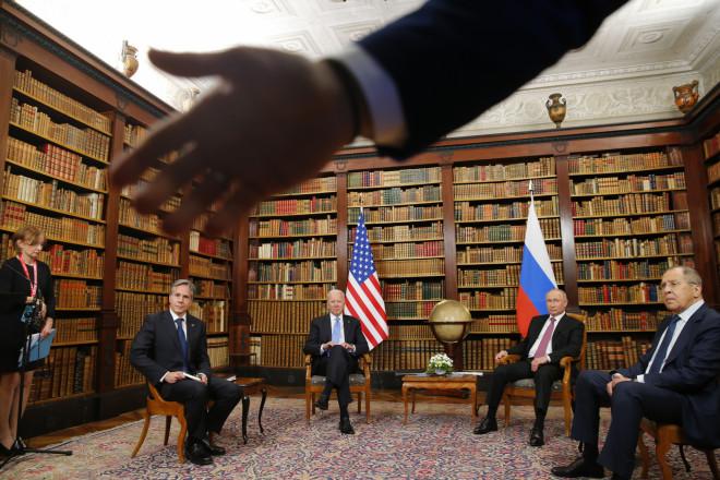 Στιγμιότυπο από τη συνάντηση Πούτιν- Μπάιντεν/ φωτογραφία ΑΡ