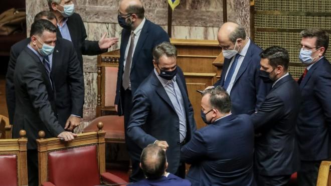 Στιγμιότυπο απόστελέχη της κυβέρνησης στην Ολομέλεια, μετά την ψήφιση του εργασιακού νομοσχεδίου- Eurokinissi