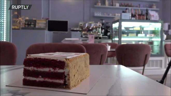 ΤοPeace Cake με αφορμή τη Σύνοδο Μπάιντεν- Πούτιν, από αρτοποιό στην Ελβετία, η οποία έχει Ρώσους γονείς και Αμερικανό σύζυγο- Ruptly