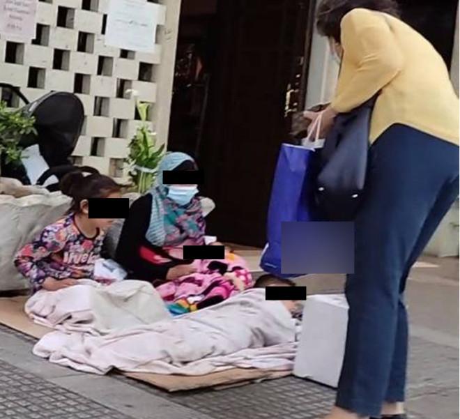 Παιδιά ζητιανεύουν στη Θεσσαλονίκη