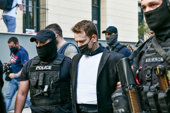 Υπό δρακόντεια μέτρα προστασίας οδηγήθηκε σήμερα στην Ευελπίδων ο 32χρονος καθ' ομολογίαν συζυγοκτόνος- Eurokinissi