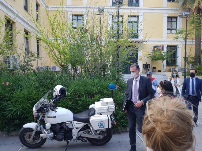 Ο δικηγόρος του καθ' ομολογίανσυζυγοκτόνου, Βασίλης Σπύρου- φωτογραφία star.gr