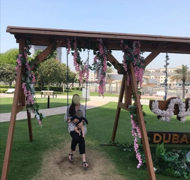 Η άτυχη Καρολάιν με το μωρό της στο Ντουμπάι
