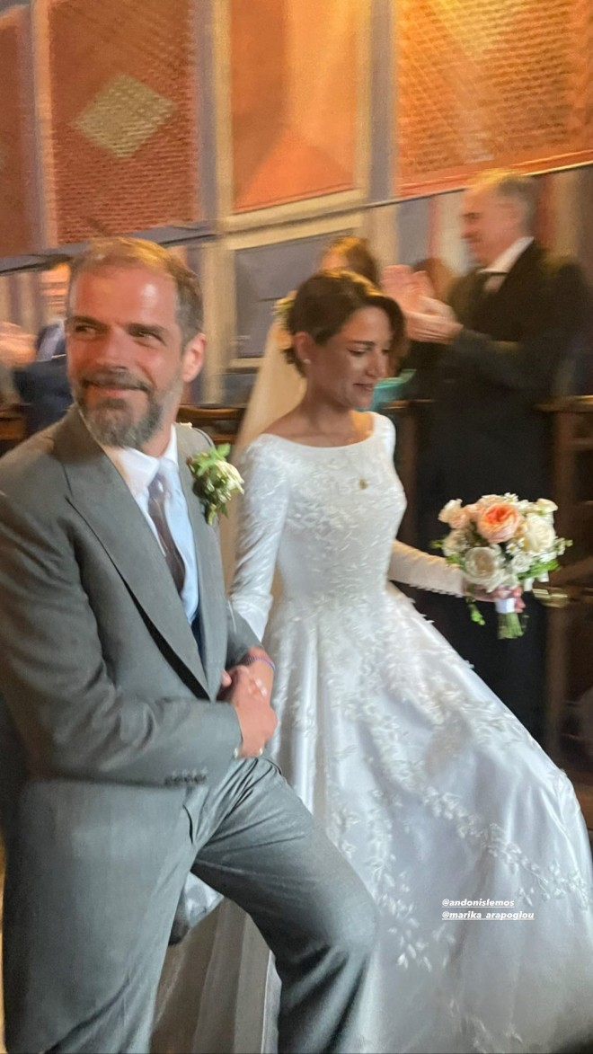 Οι νεόνυμφοι επισφράγισαν τον έρωτάς τους με έναν παραμυθένιο γάμο