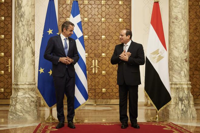 O Κυριάκος Μητσοτάκης και οΑμπντέλ Φατάχ Αλ Σίσι στο Κάιρο- Eurokinissi