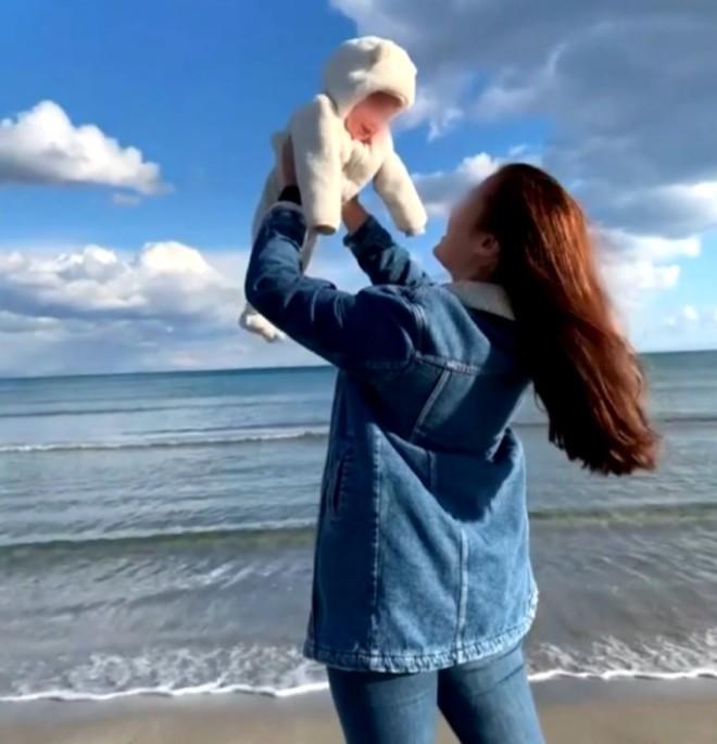 Γλυκά Νερά - μωρό Καρολάιν
