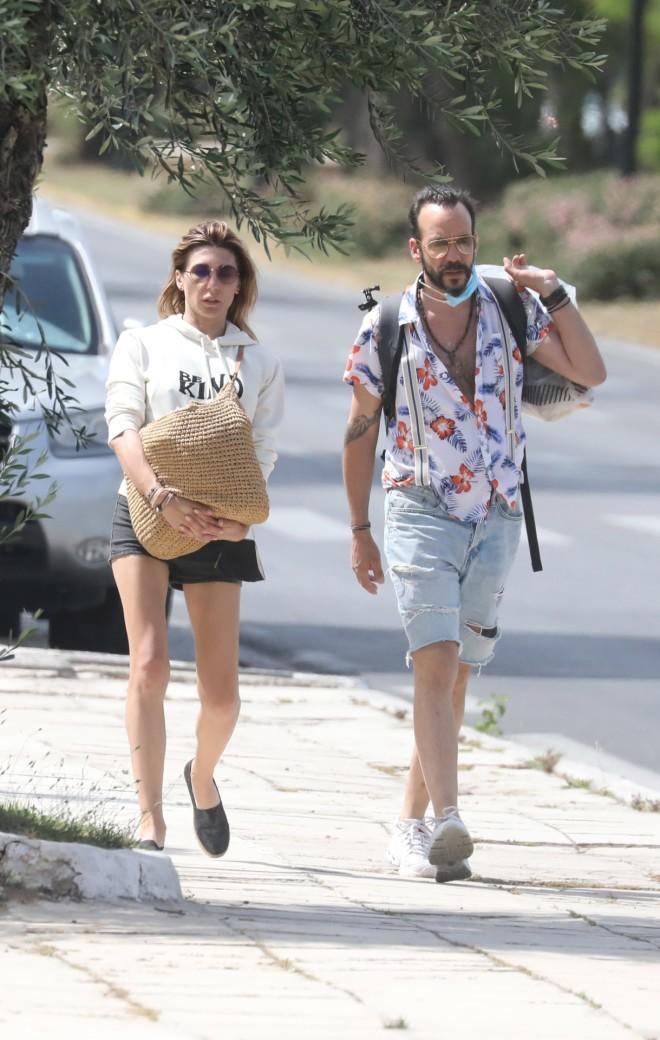 Σπάνια δημόσια εμφάνιση για τον Πάνο Μουζουράκη και την Τζίνα Βαρελά