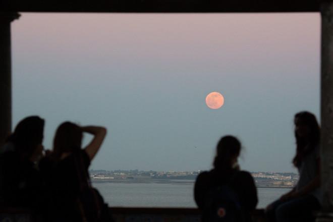 υπερπανσέληνος - φεγγάρι Φράουλας