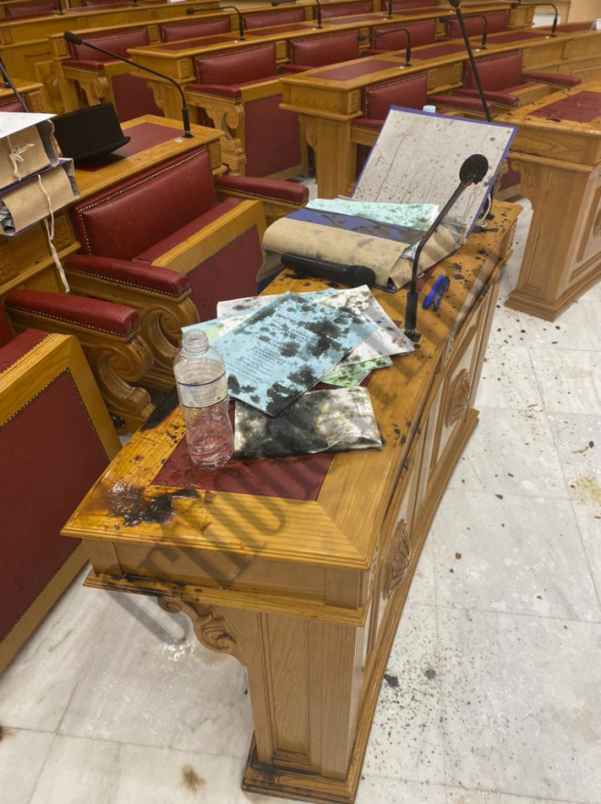 Εικόνα από το εσωτερικό της Μονής Πετράκη μετά την επίθεση με καυστικό υγρό- πηγήorthodoxtimes