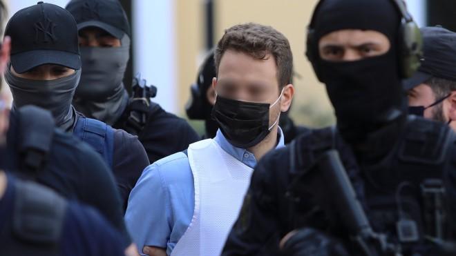 Ο 32χρονος καθ΄ομολογίαν συζυγοκτόνος κατά τη μεταγωγή του στις ανακριτικές αρχές- Eurokinissi