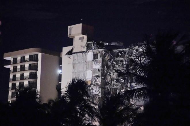 Kατάρρευση κτιρίου στο Μαϊάμι - φωτογραφία ΑΡ