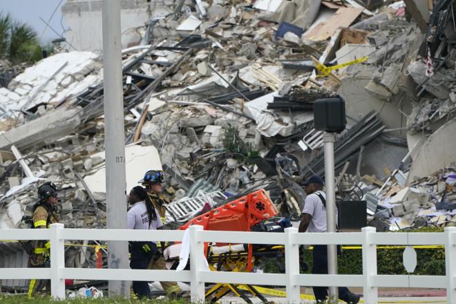 Τα συντρίμια από το το κτίριο που κατέρρευσε στο Μαϊάμι - ΑΡ