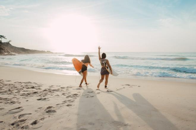 παραλία κοπέλες