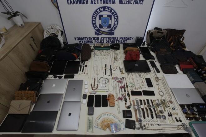 Μερικά από τα κλοπιμαία που βρέθηκαν στην κατοχή των δραστών- πηγή astynomia.gr