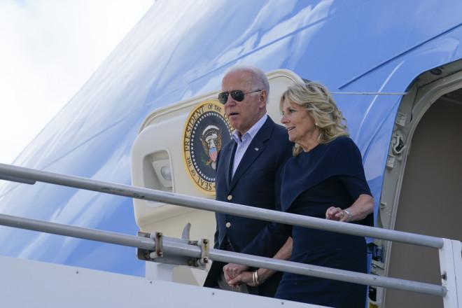 Ο Τζο και η Τζιλ Μπάιντεν στη Φλόριντα- φωτογραφία ΑΡ