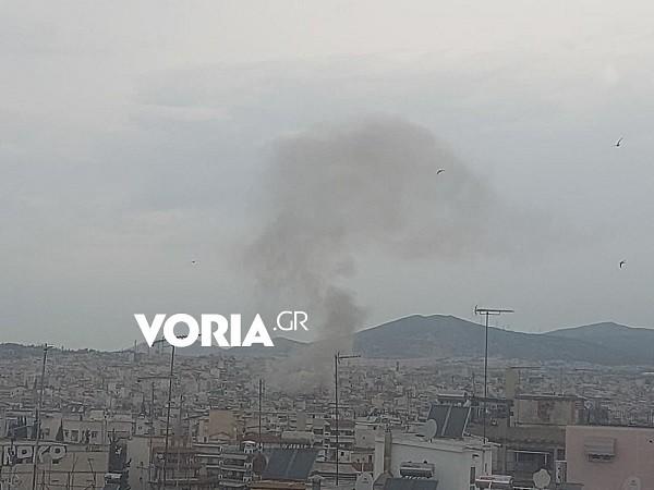 καπνοί από τη φωτιά στην Ηλιούπολη Θεσσαλονίκης