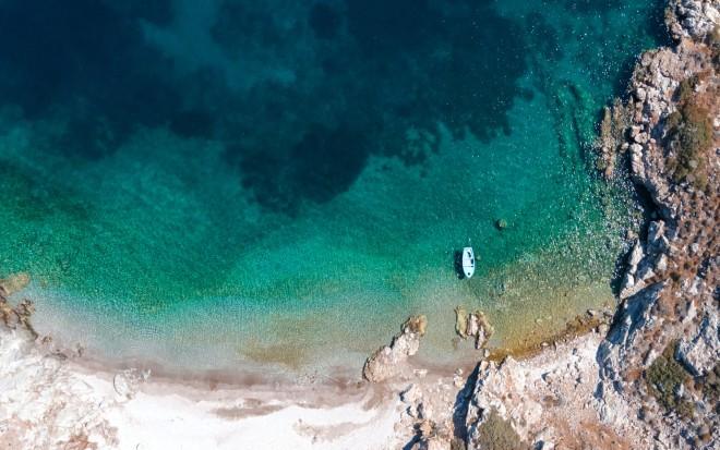 παραλία της Πάτμου-φωτογραφία από unsplash