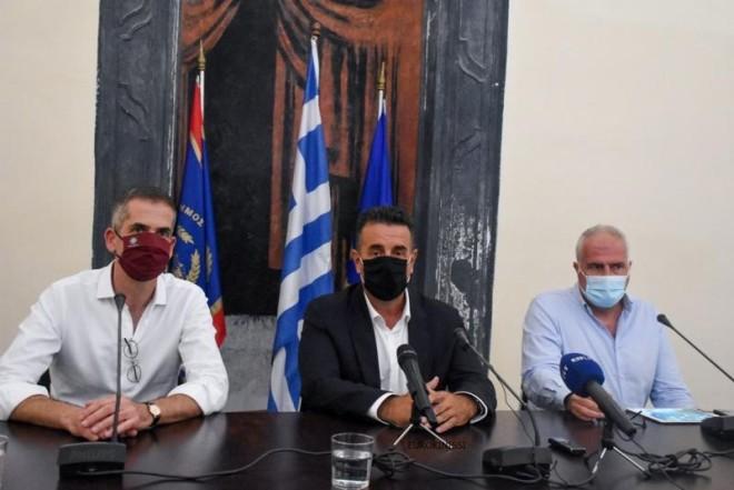 Ο Δήμαρχος Αθηναίων Κώστας Μπακογιάννης, ο Δήμαρχος Αίγινας Ιωάννης Ζορμπάς και ο Δήμαρχος Ναυπλιέων Δημήτριος Κωστούρος.