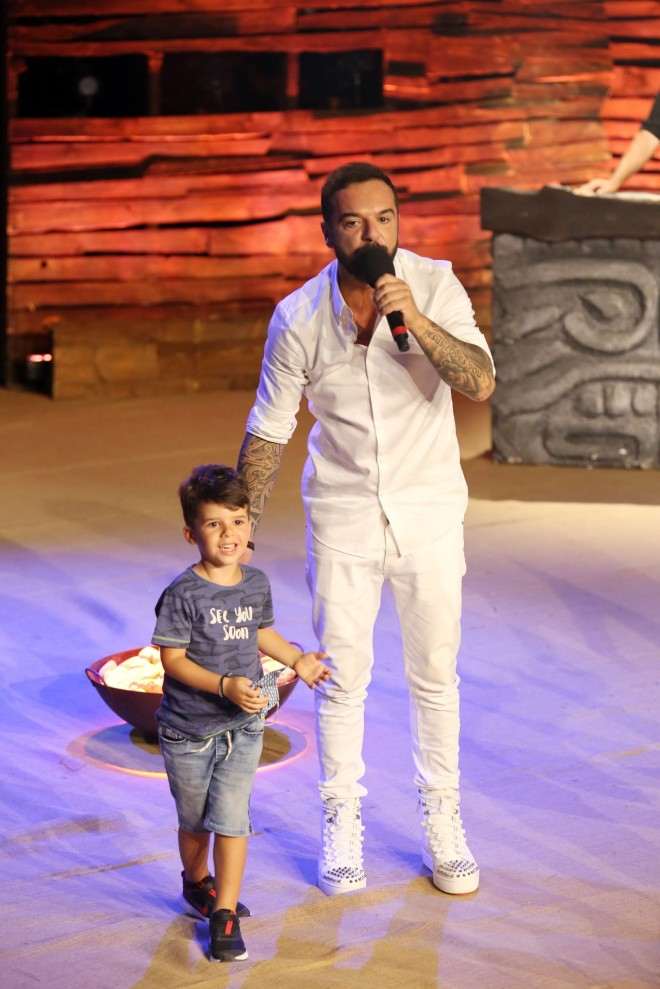 Survivor - Τριαντάφυλλος: Ανέβασε στη σκηνή τον γιο του και τραγούδησαν μαζί