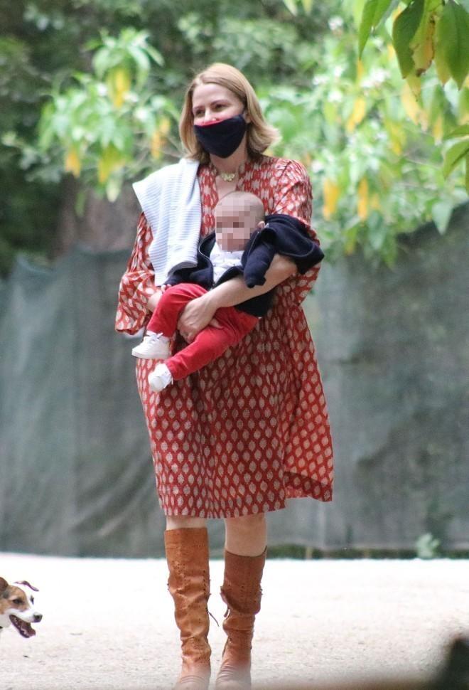 Η Τζένη Μπαλατσινού σε μία από τις εξόδους με τον γιο της