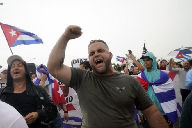 Μαϊάμι: Την υποστήριξή τους στον λαό της Κούβας εξέφρασαν διαδηλωτές- φωτογραφία ΑΡ