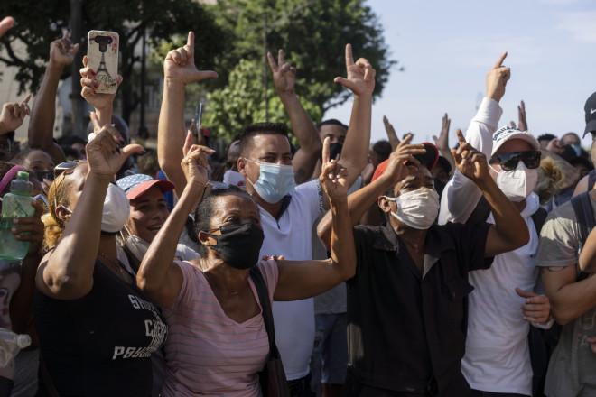 Αντικυβερνητικοί διαδηλωτές στην Αβάνα της Κούβας-φωτογραφία ΑΡ