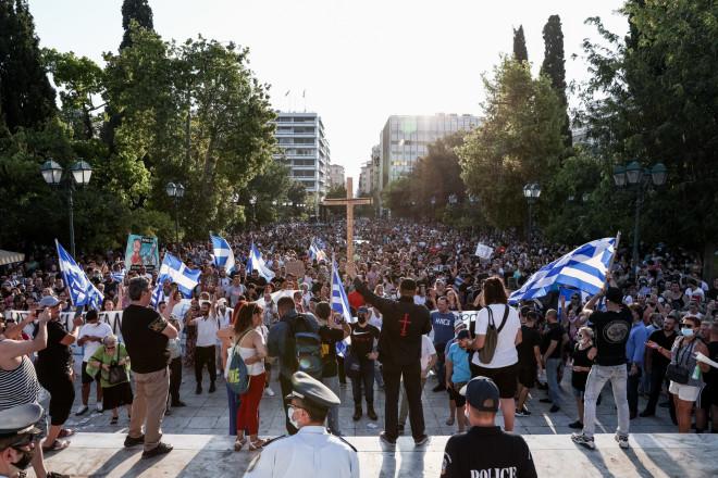 Στιγμιότυπο από την αντιεμβολιαστική συγκέντρωση στο Σύνταγμα στις 14/7- φωτογραφία Eurokinissi