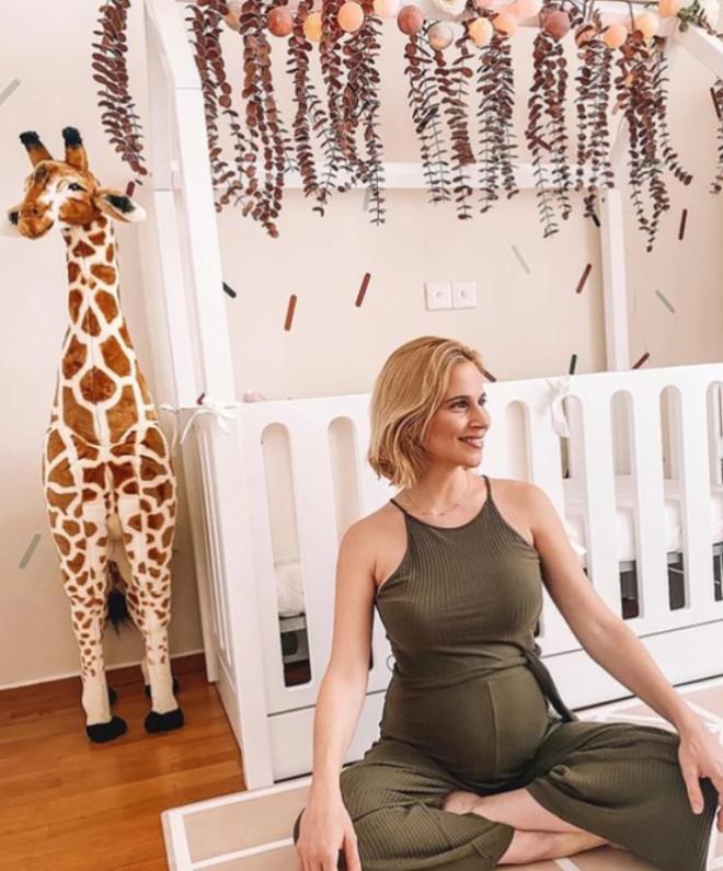 μπουλέ γέννησε και έδειξε και το παιδικό δωμάτιο της κόρης της που είναι πανέμορφο