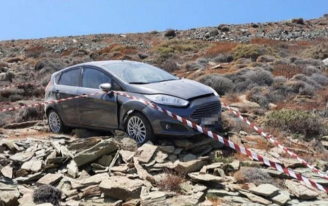 Το βραχώδες σημείο όπου βρέθηκε το αυτοκίνητο στην περιοχή της Λυγαριάς στη Φολέγανδρο