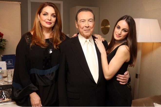 Η Άντζελα Γκερέκου με τον Τόλη Βιοσκόπουλο και την κόρη τους, Μαρία
