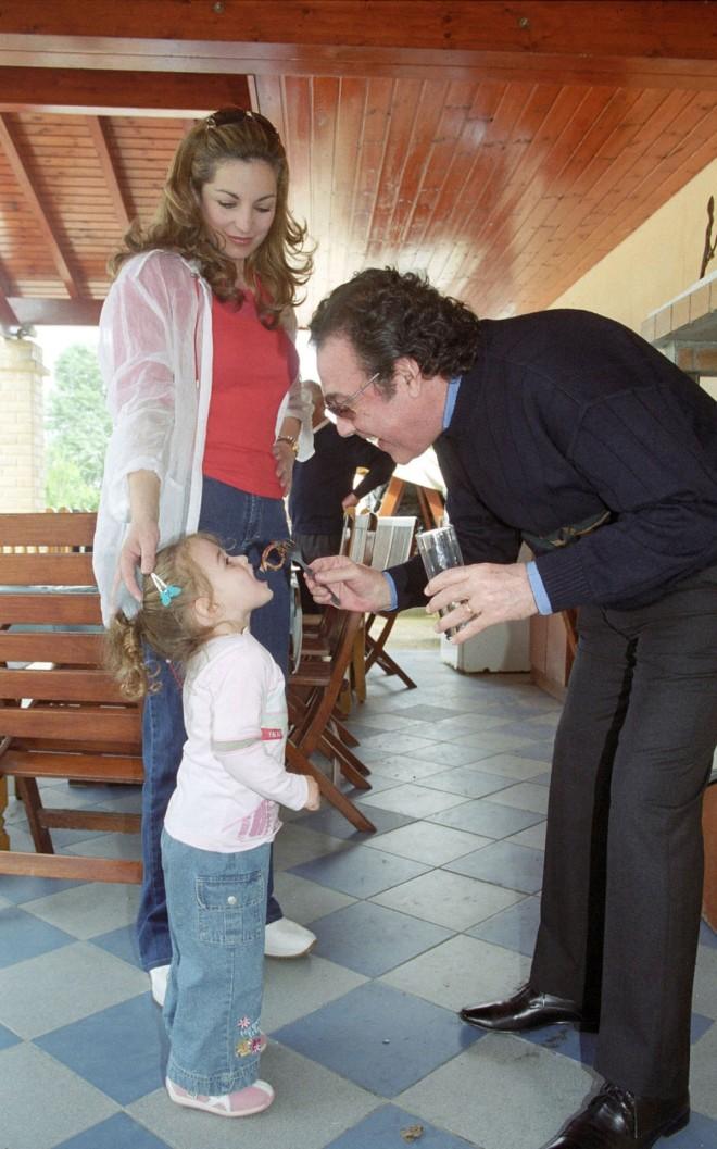 Ο Τόλης Βοσκόπουλος δε σταματούσε να παίζει με την κόρη του