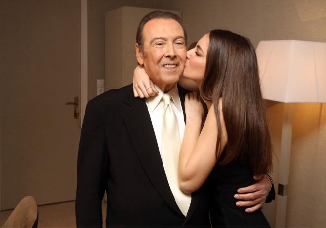 Το τρυφερό φιλί της Μαρίας στον πατέρα της Τόλη Βοσκόπουλο