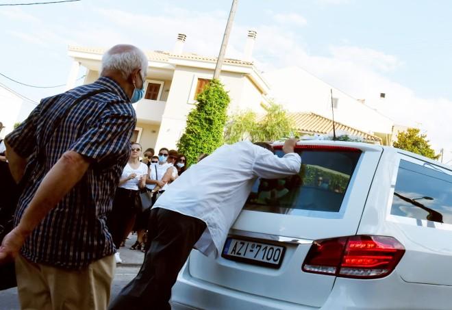 κηδεία Γαρυφαλλιάς Κόρινθος