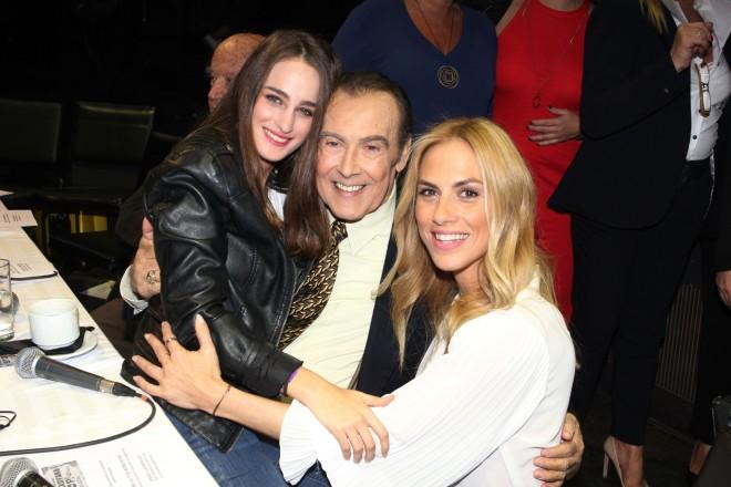 Η Ντορέττα Παπαδημήτριου με τον Τόλη Βοσκόπουλο και την κόρη του, Μαρία Βοσκοπούλου
